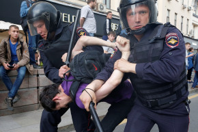 Russians Blame Riot Police For Protest Violence