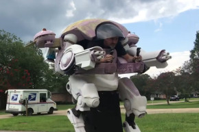 This CosPlay-Loving Dad Built His Daughter A Mech Suit