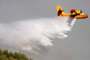 Firefighting Planes Are Extinguishing France's Wildfires