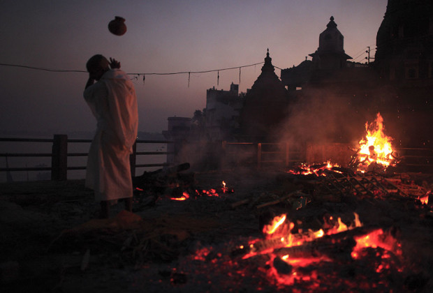 Varanasi Cremation 11