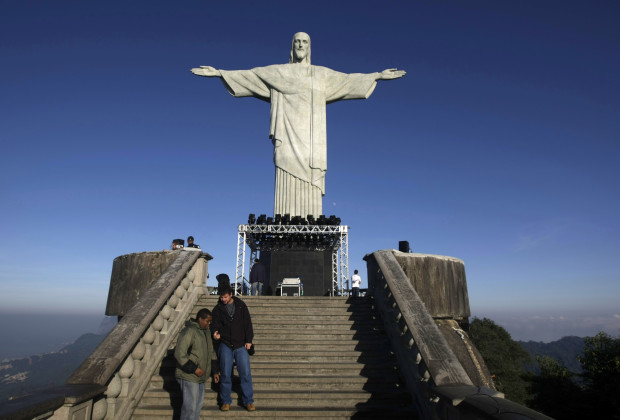 "The statue of ""Christ the Redeemer"" is seen atop scenic Corcovado mountain during a restoration ceremony in Rio de Janeiro June, 30, 2010. The famous statue of Christ with his arms wide open that ""cariocas"" and tourists are used to seeing from various points has been covered up the last four months by 89 tons of scaffolding. REUTERS/Bruno Domingos  (BRAZIL - Tags: SOCIETY RELIGION TRAVEL) - RTR2FY2B"