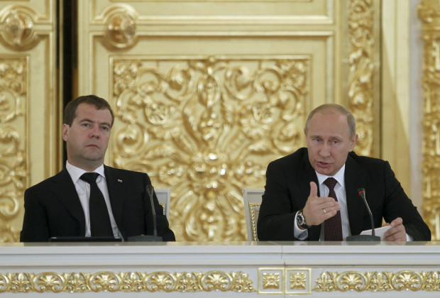 Russian President Vladimir Putin (R) and Prime Minister Dmitry Medvedev attend a session of the State Council at the Kremlin in Moscow, July 17, 2012. REUTERS/Yuri Kochetkov/Pool  (RUSSIA - Tags: POLITICS) - RTR350B4