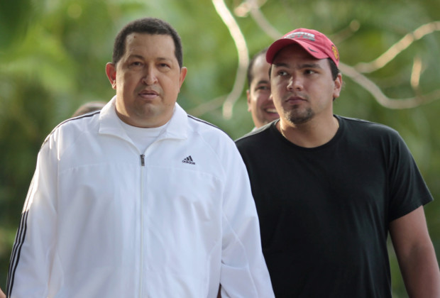 Venezuelan president Hugo Chavez (C) walks with his family while recovering in La Habana March 13, 2012. Chavez said he will return home from Cuba where he is recovering from cancer surgery next Sunday, to head up a re-election campaign. REUTERS/Handout/Miraflores Palace (CUBA -Tags: - Tags: POLITICS) FOR EDITORIAL USE ONLY. NOT FOR SALE FOR MARKETING OR ADVERTISING CAMPAIGNS. THIS IMAGE HAS BEEN SUPPLIED BY A THIRD PARTY. IT IS DISTRIBUTED, EXACTLY AS RECEIVED BY REUTERS, AS A SERVICE TO CLIENTS - RTR2ZACB