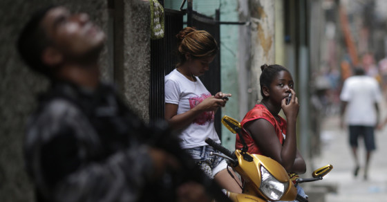 Tracking Robberies in Rio Via Smartphones