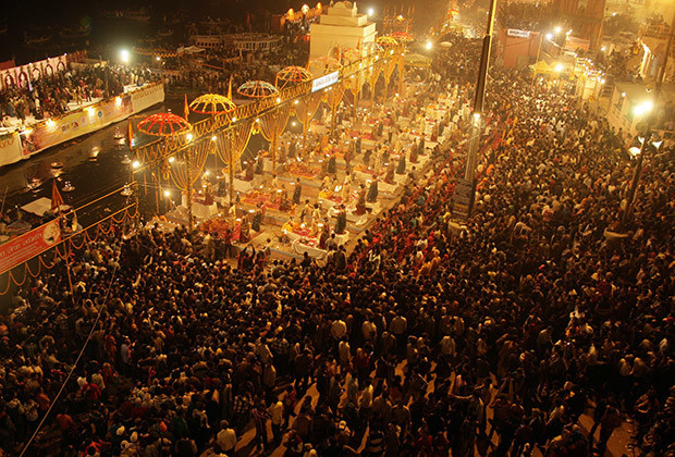 Hindu devotees gather to offer prayers on the banks of river Ganges during the Karthik Purnima festival on the occasion of Dev Deepawali at Dasasumerghat in the northern Indian city of Varanasi.