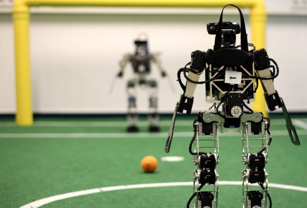 Soccer Playing Robots 04