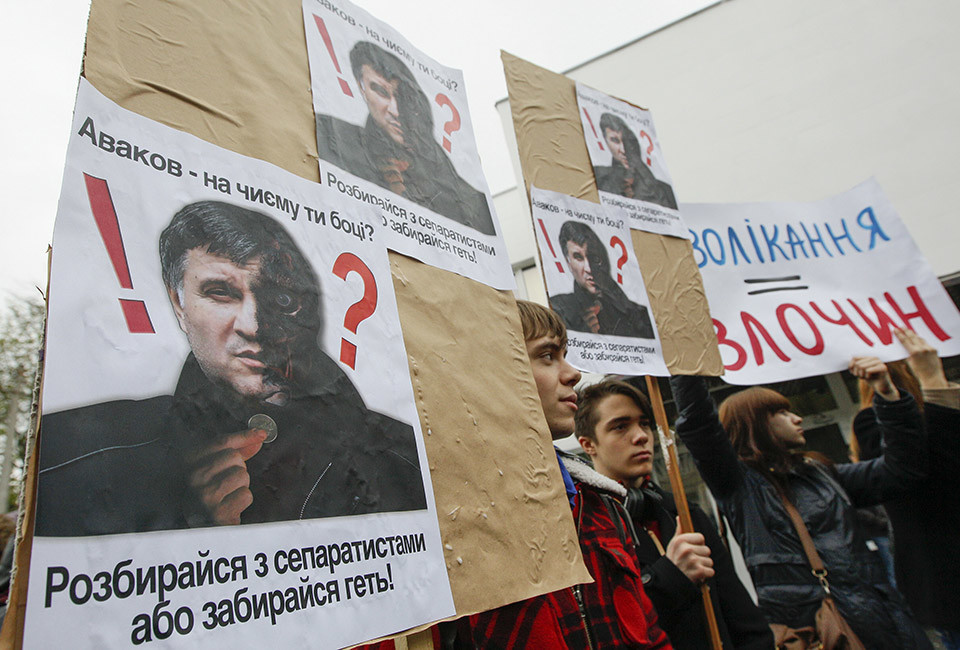 """Civil activists hold boards depicting Ukrainian Interior Minister Arsen Avakov during a rally in front of the ministry's headquarters in Kiev, April 14, 2014. Participants protested against the minister's inactivity in the escalating crisis in eastern Ukraine and his inability to oppose separatists and demanded the resignation of Avakov, according to activists. The board (L) reads """"Avakov, which side are you on? Sort it out with separatists or go away!""""  REUTERS/Valentyn Ogirenko (UKRAINE  - Tags: POLITICS CIVIL UNREST) - RTR3L6KU"""