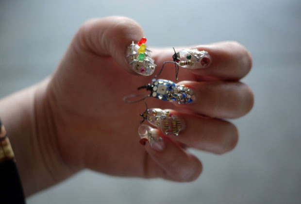 Nail useless_wearable_02