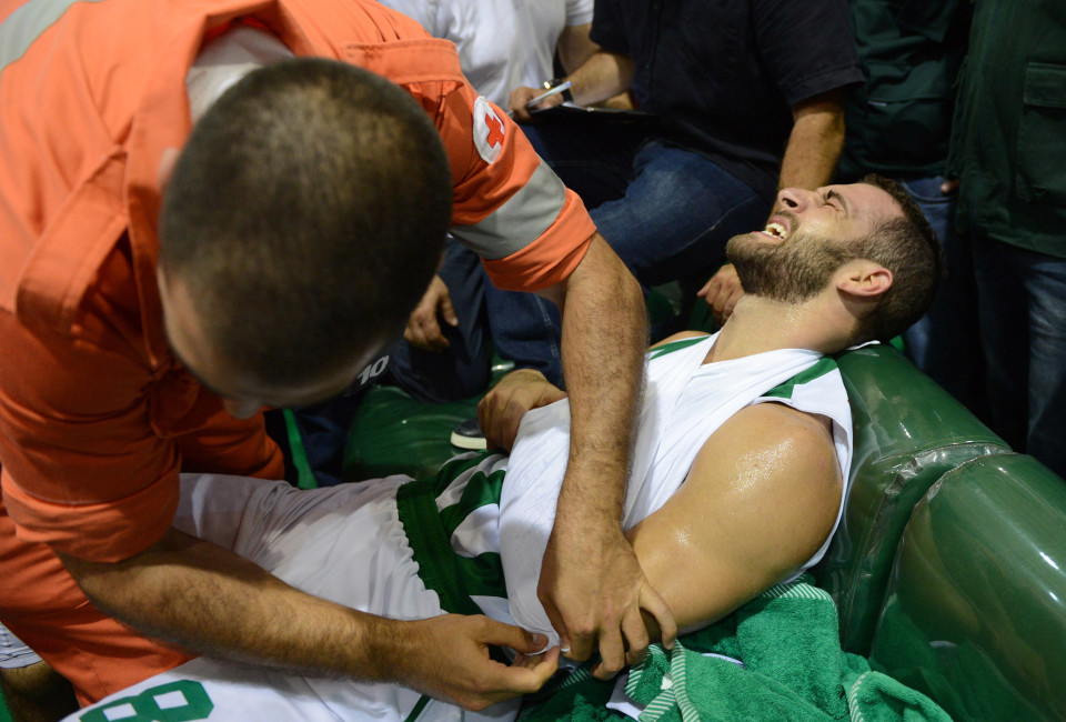 Elie Rustom, a player in the Sagesse team got injured and received help from the Red Cross.