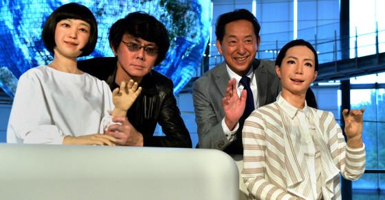Japanese Scientists Unveil Robot News Anchors