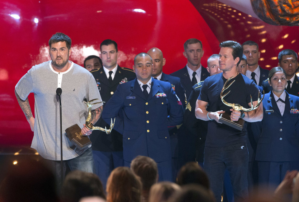 "Former U.S. Navy Seal Marcus Luttrell (L) and actor Mark Wahlberg accept the Troops Choice award at the eighth annual Spike TV's ""Guys Choice"" awards in Culver City, California June 7, 2014."