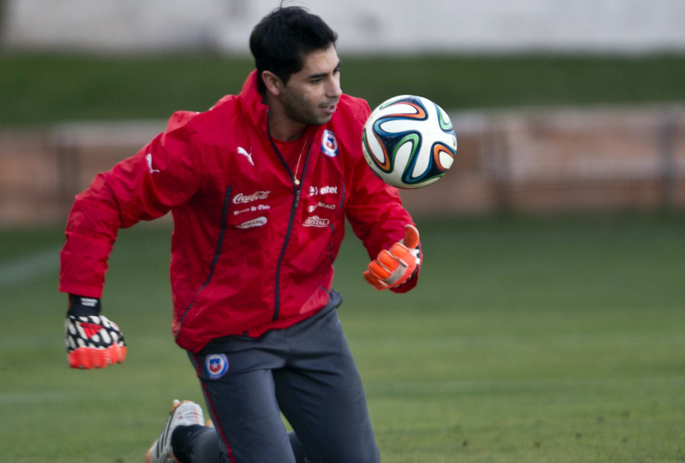 Chile's national football team goalkeeper Johnny Herrera warms up during a training session in Santiago on May 28, 2014 less than two weeks before the start of the FIFA World Cup Brazil 2014 tournament.
