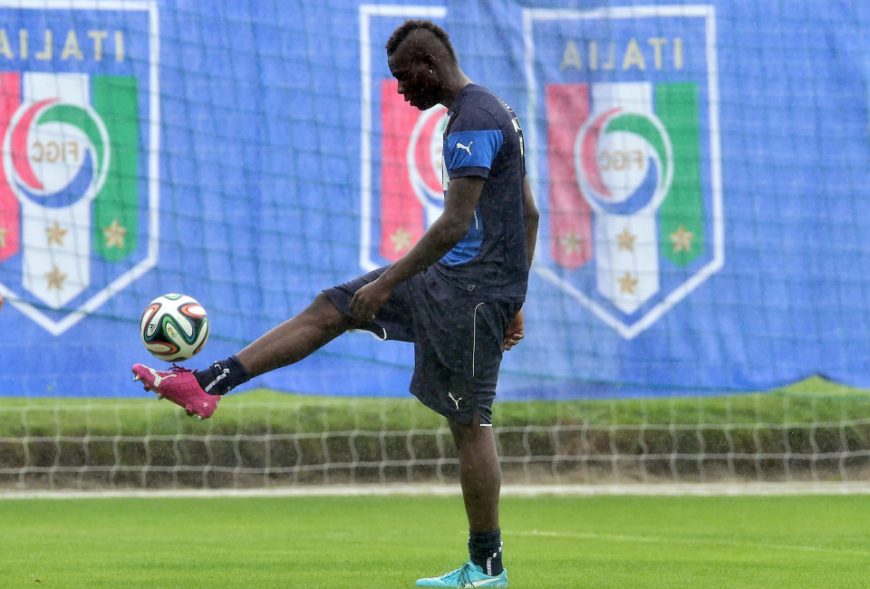 Italy's forward Mario Balotelli controls a ball during a training session at the Portobello Resort in Mangaratiba on June 10, 2014 ahead of the 2014 FIFA World Cup football tournament in Brazil.