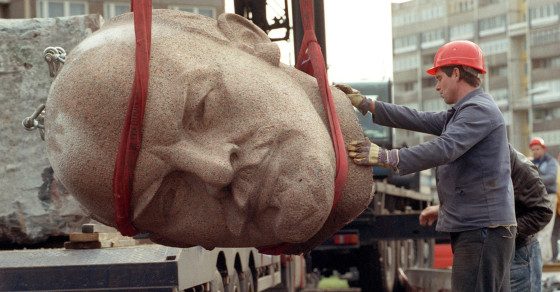 Berlin Begins the Search for Lenin's Head