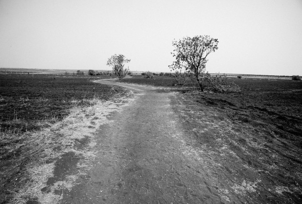 Kilis, Turkey A path often used by Syrians illegally crossing the border between Turkey and Syria near Oncupinar. (Photo: Yusuf Sayman)