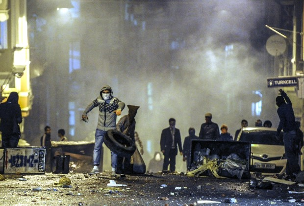 Kurdish protestors clash with Turkish riot policemen in Istanbul, on October 8, 2014. The Turkish army has deployed in the streets of Diyarbakir to impose a curfew, following violent protests by pro-Kurdish demonstrators in southeast Turkey angry at the government's lack of action against jihadists in Syria, officials said on October 8, 2014. At least 21 people were killed, 8 of the deaths came in Turkey's main Kurdish city of Diyarbakir where the most intense rioting took place overnight. AFP PHOTO/OZAN KOSE        (Photo credit should read OZAN KOSE/AFP/Getty Images)