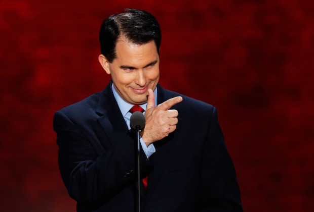 Wisconisn Governor Scott Walker gestures as he addresses the second session of the Republican National Convention in Tampa, Florida, August 28, 2012 REUTERS/Mike Segar (UNITED STATES  - Tags: POLITICS ELECTIONS)   - RTR377SC