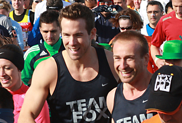 Nov 02, 2008 - New York, New York, USA - Actor RYAN REYNOLDS, center left, shakes hands with one of his running mates as they begin their run of the 2008 NYC Marathon. Reynolds ran to help raise money for the Michael J. Fox Foundation for Parkinsons Research and finished the course in under four hours. (Credit Image: © Jeff Klein-KPA/Jeff Klein/ZUMA Press)