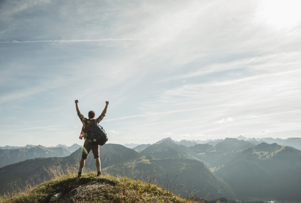 Österreich,tirol,tannheimer Tal, junges Paar  beim Wandern