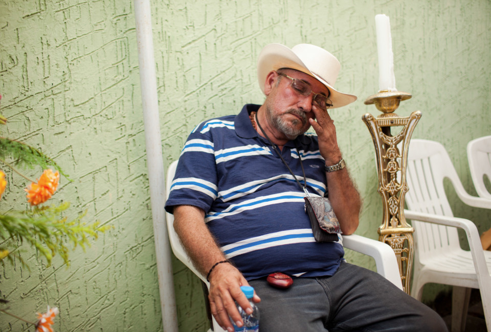 Hipolito Mora,during the wake of his son Manuel, in La Ruana, Michoacán, Mexico, December 18, 2014.