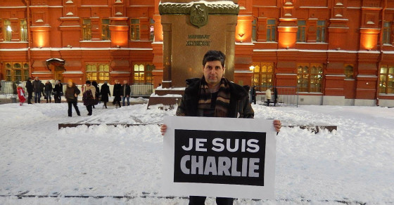 """Russia Jails Man For Holding """"Je Suis Charlie"""" Sign"""