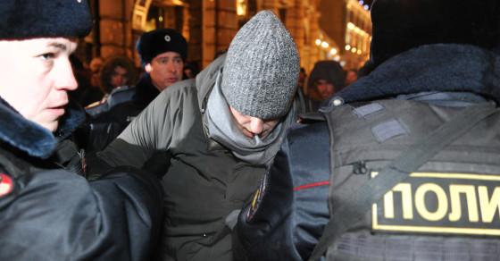 Putin's Biggest Critic Breaks House Arrest, Gets Re-Arrested