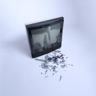 D6NX86 Hamburg, Germany, smashed TV