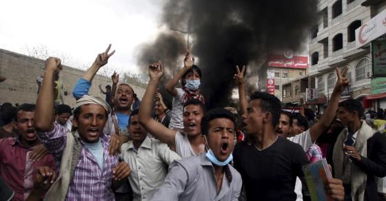 Arab Coalition Bombs Yemen, Attacks The Houthis