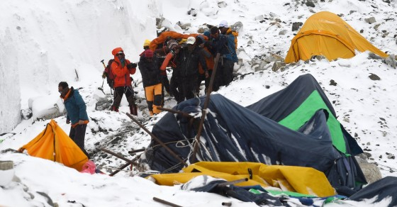 Watch As Nepal Earthquake Triggers Everest Avalanche