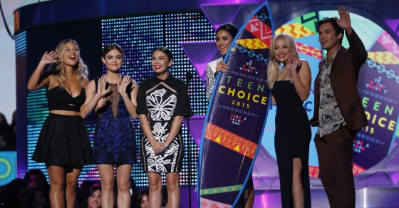 Fans Call Out Fox Again For Rigging Teen Choice Awards