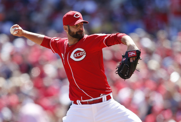 CINCINNATI, OH - APRIL 11: Burke Badenhop #25 of the Cincinnati Reds pitches in the eighth inning of the game against the St. Louis Cardinals at Great American Ball Park on April 11, 2015 in Cincinnati, Ohio. The Cardinals defeated the Reds 4-1. (Photo by Joe Robbins/Getty Images)