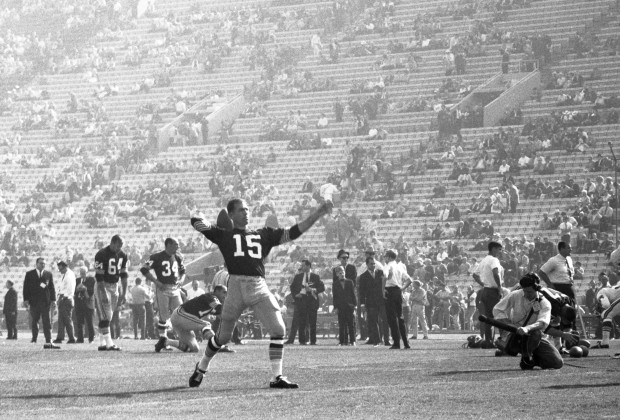 LOS ANGELES, CA - JANUARY 15, 1967:  Quarterback Bart Starr #15 of the GReen Bay Packers warms up on the field prior to Super Bowl I on January 15, 1967 against the Kansas City Chiefs at the Los Angeles Memorial Coliseum in Los Angeles, California.  The Packers beat the Chiefs, 35-10 to win the professional football World Championship. 19670115-FR-001 1967 Kidwiler Collection/Diamond Images