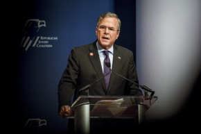 "Jeb Bush ""America"" Gun Tweet Backfires Immediately"