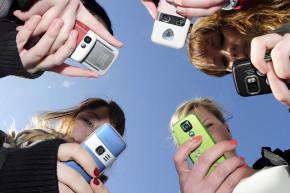 Internet-Savvy Teens Are Bad At Romance