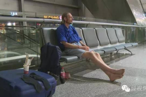 Man Waits 10 Days In Airport For Online Girlfriend Who Never Showed Up