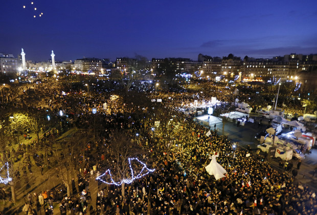 A general view shows hundreds of thousands of French citizens taking part in a solidarity march (Marche Republicaine) in the streets of Paris January 11, 2015. French citizens will be joined by dozens of foreign leaders, among them Arab and Muslim representatives, in a march on Sunday in an unprecedented tribute to this week's victims following the shootings by gunmen at the offices of the satirical weekly newspaper Charlie Hebdo, the killing of a police woman in Montrouge, and the hostage taking at a kosher supermarket at the Porte de Vincennes.       REUTERS/Gonzalo Fuentes (FRANCE  - Tags: CRIME LAW POLITICS CIVIL UNREST SOCIETY TPX IMAGES OF THE DAY)   - RTR4KY13